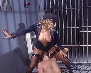 Female cop seduces inmate