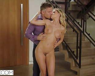 Glamorous wedding planner gets her butt hole fucked hard