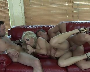 Blonde hoe gets double fucked after taking a nice shower